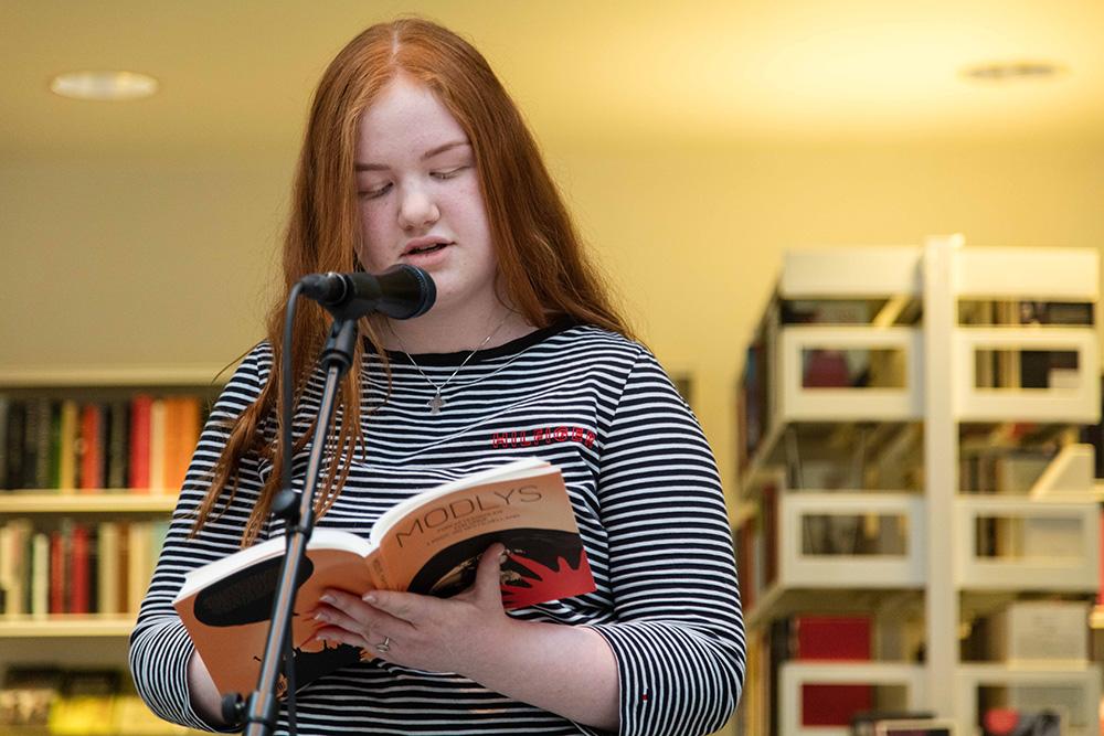 Bogudgivelse og reception af MODLYS ved forfatterskolen for unge. Nykøbing Bibliotek, den 8. maj 2019.